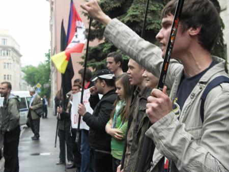 http://www.rossia3.ru/images/220508piket/005.JPG